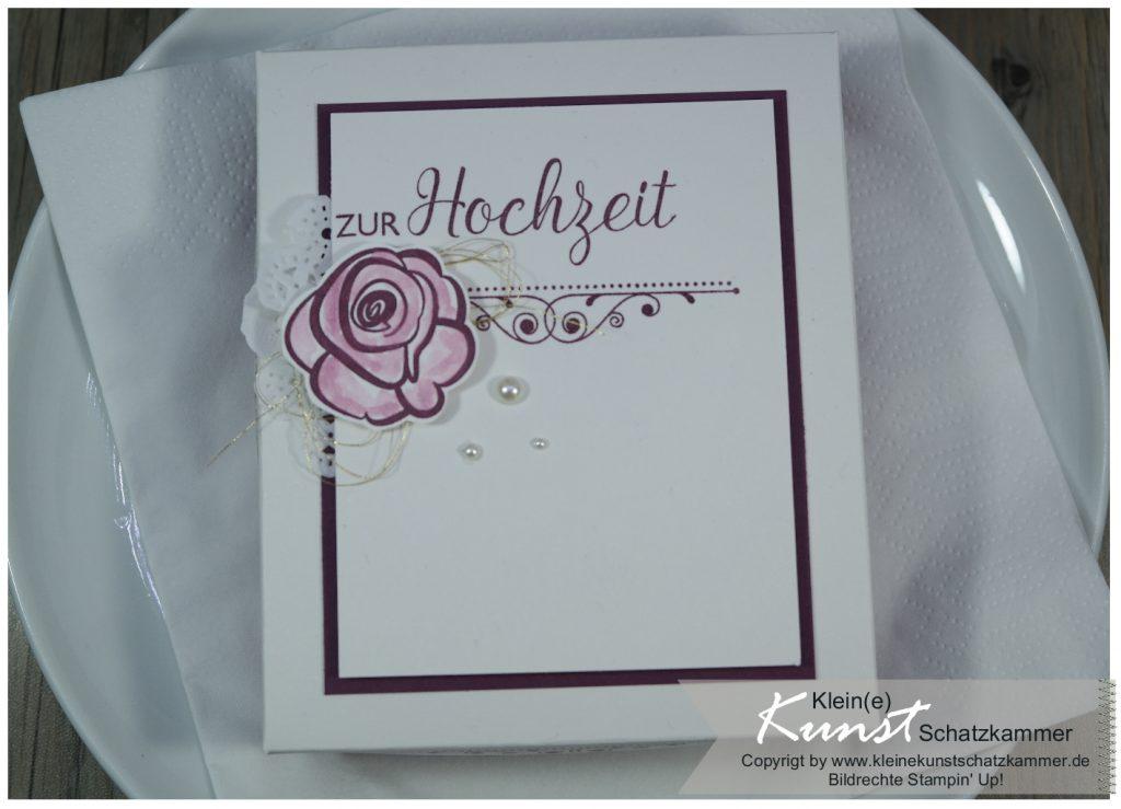 Schachtel als Verpackung für ein Geschenk zur Hochzeit